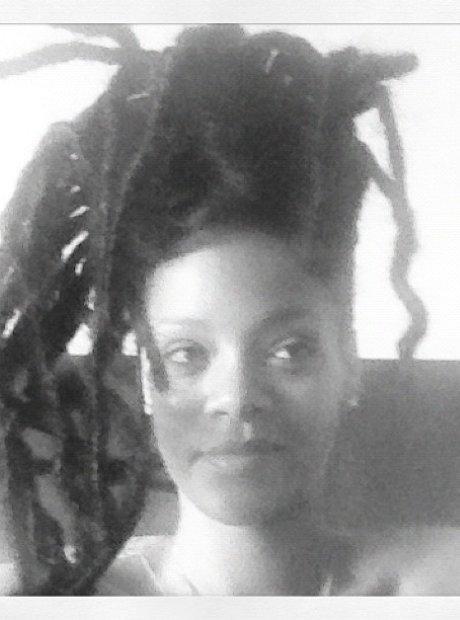 Rihanna Shows Off Rasta Hairstyle