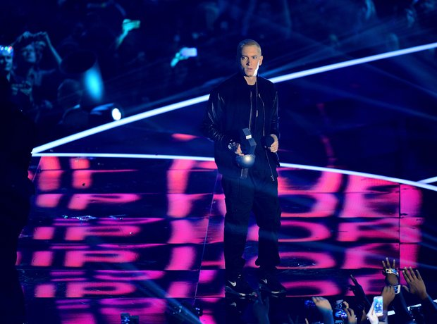 Eminem accepts the 'Best Hip Hop' award at the MTV