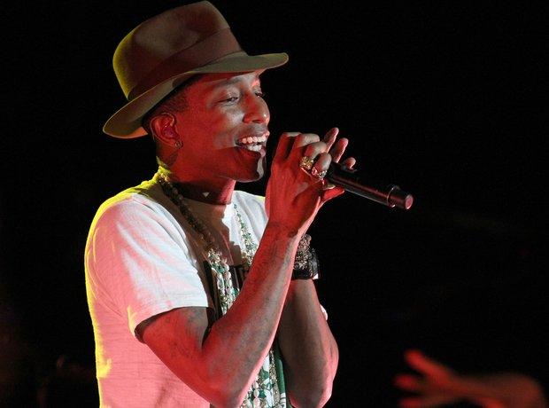 Pharrell Williams live