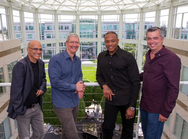 Jimmy Lovine, Tim Cook, Dr Dre and Eddy Cue