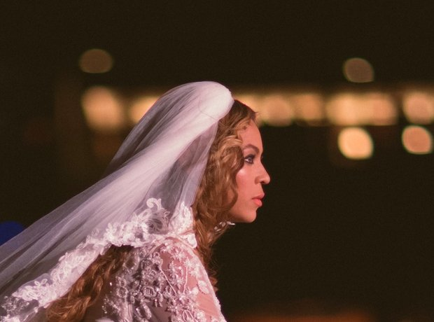Beyonce wearing a wedding dress on the On The Run Tour