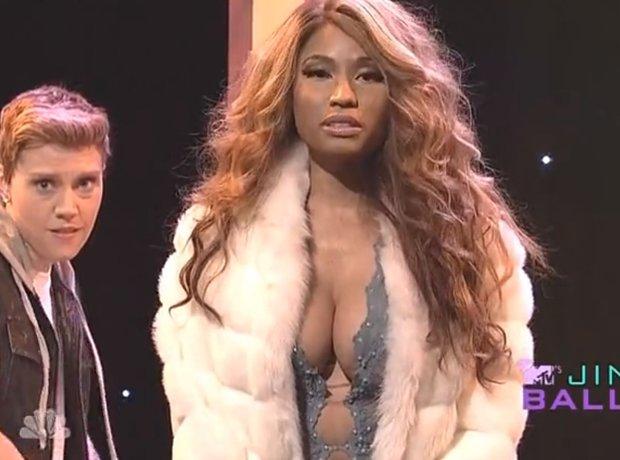 Nicki Minaj As Beyonce on Saturday Night Live