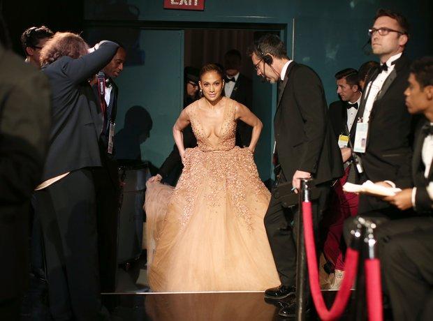 Jennifer Lopez attends the Oscars 2015