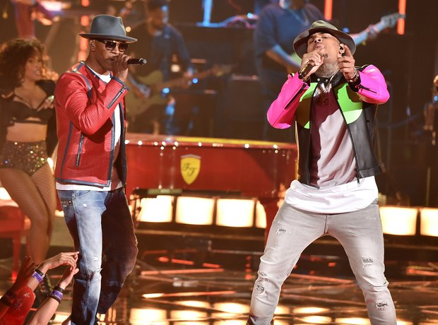 Chris Brown Jamie Foxx Performance iHeartRadio Awa