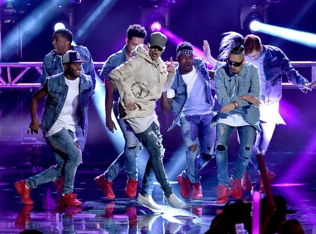 3a00f3b5c justin-bieber-american-music-awards-2015-performance-1448266928-view-1.jpg