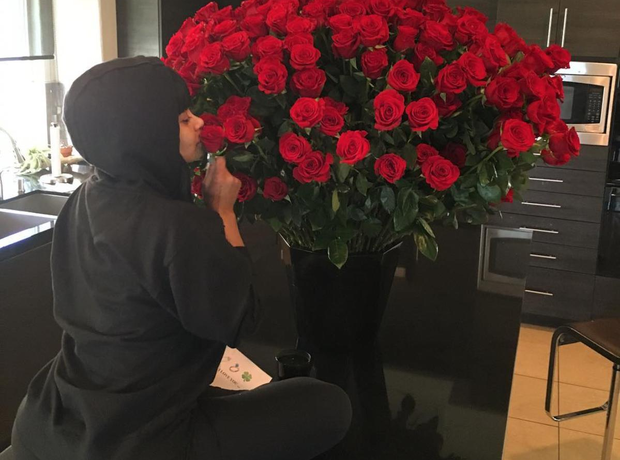 Blac Chyna's Valentine's Day 2016 present - roses