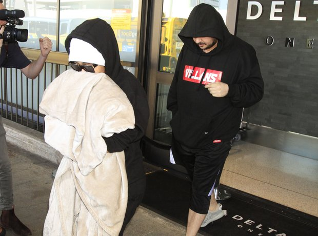 Blac Chyna and Rob Kardashian exiting airport amid