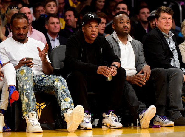 Jay z attends LA Lakers Game