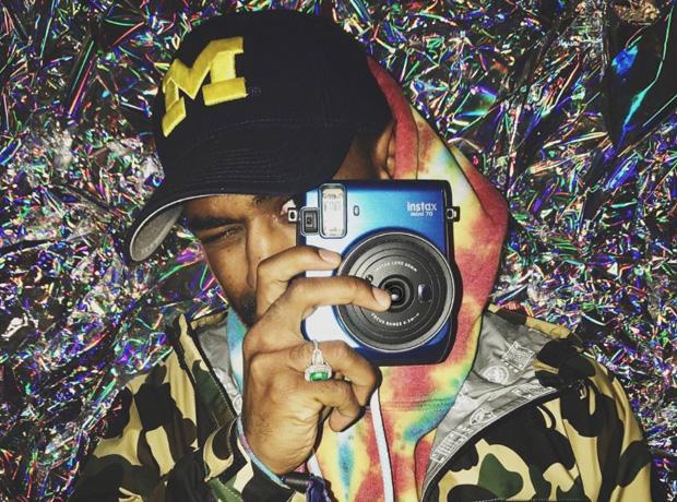 Big Sean taking a photo