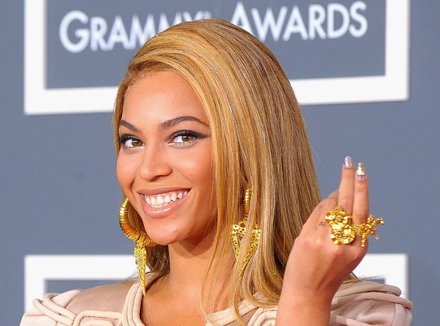 beyonc and jay z got matching iv tattoos on their ring fingers - Beyonce Wedding Ring