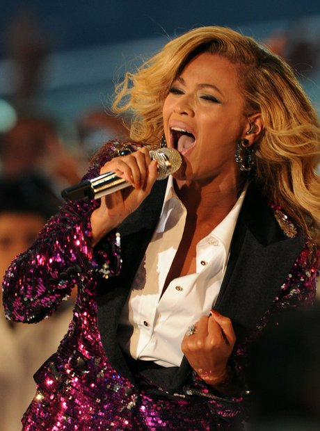 2011 MTV VMAs On Stage - Beyonce