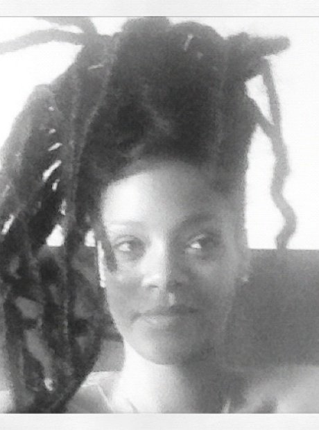 Rihanna Shows Off Rasta Hairstyle