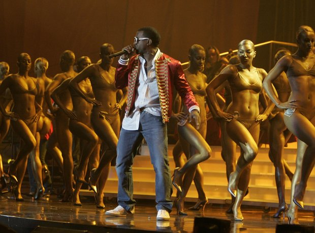 Kanye West performs at 2006 Brit Awards