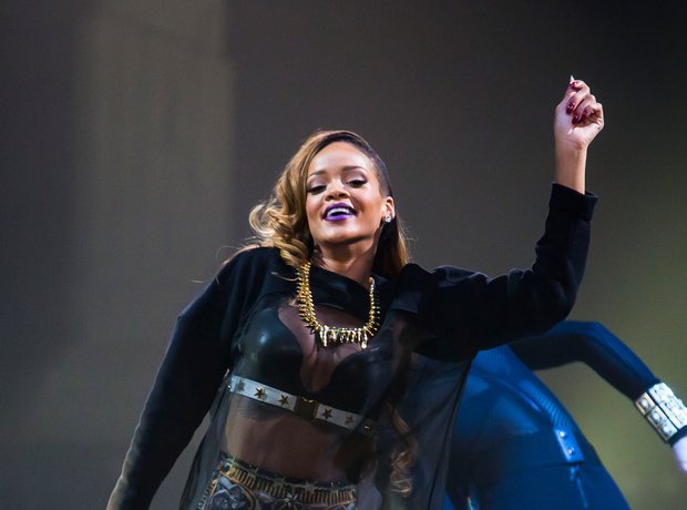 Rihanna Diamonds tour 2013