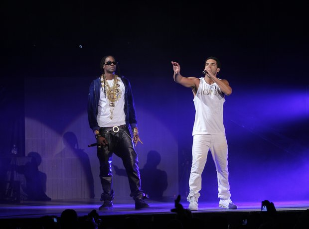 2 Chainz and Drake on stage