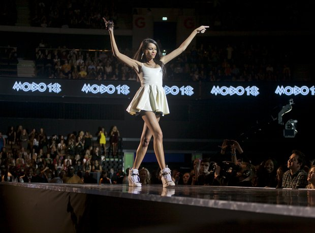 AlunaGeorge at the Mobo Awards 2013