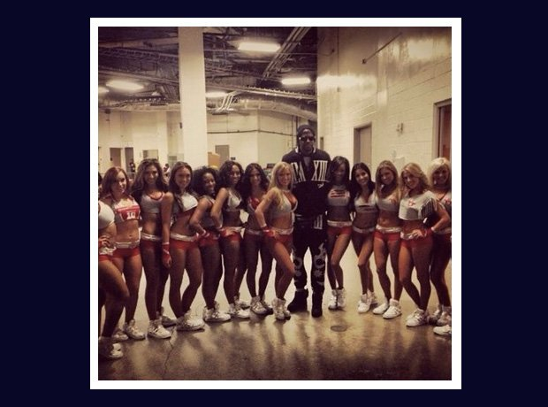 2 Chainz with cheerleaders