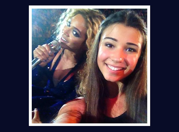 Beyonce Photobombing fan at gig