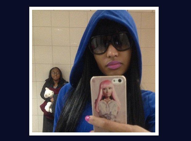 Nicki Minaj photobomb selfie