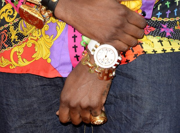 2 Chainz watch at American Music Awards 2013
