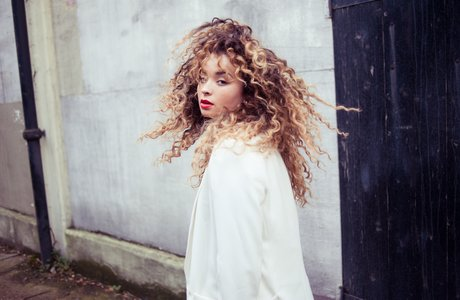 Ella Eyre press photo