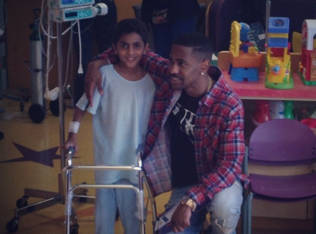 Big Sean visits childrens hospital