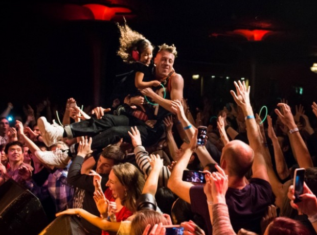Macklemore crowd surf