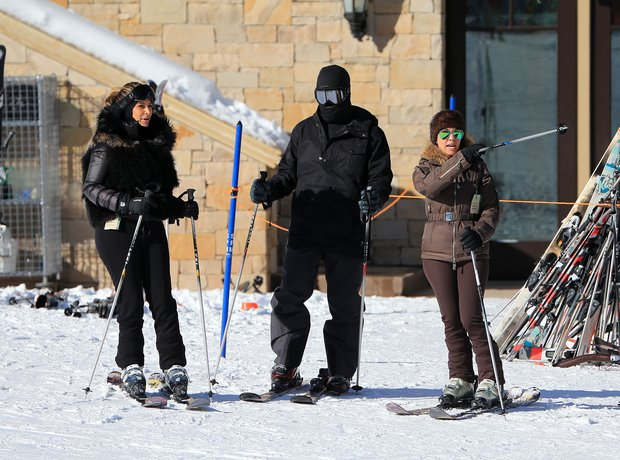 Kanye West and Kim Kasdashian skiing