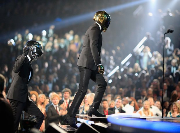 Robin Thicke performs at the Grammy Awards