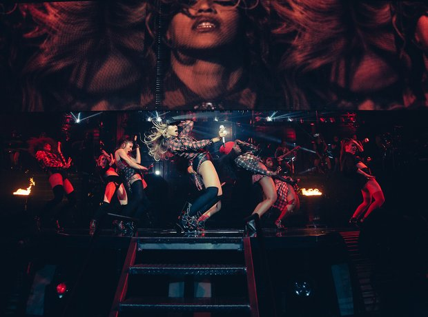 Beyonce and backing singers on stage in Glasgow