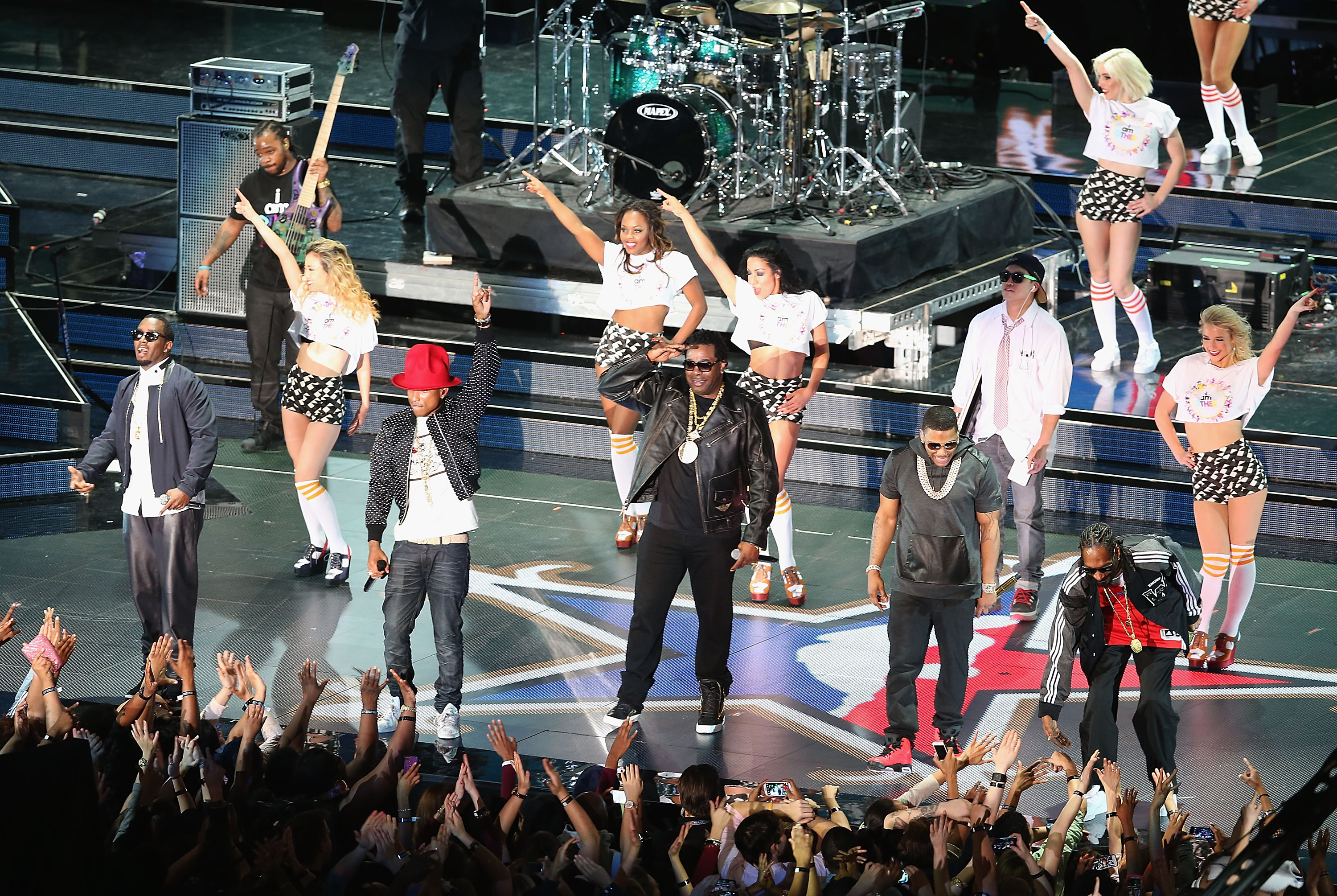 Pharrell, Nelly, P Diddy, Snoop Dogg NBA performan