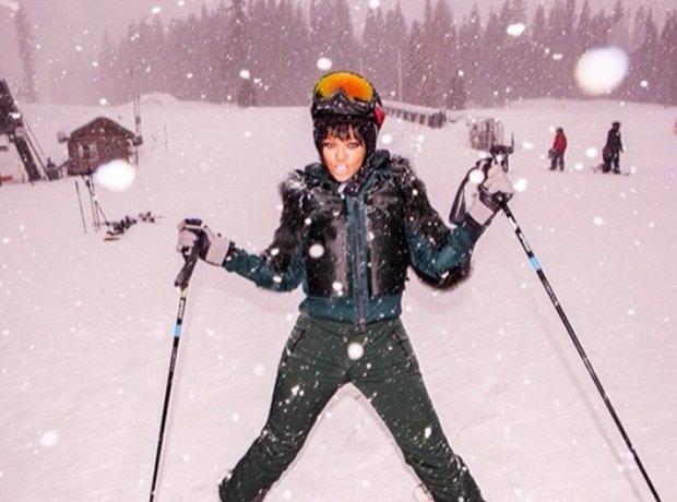 Rihanna skiing