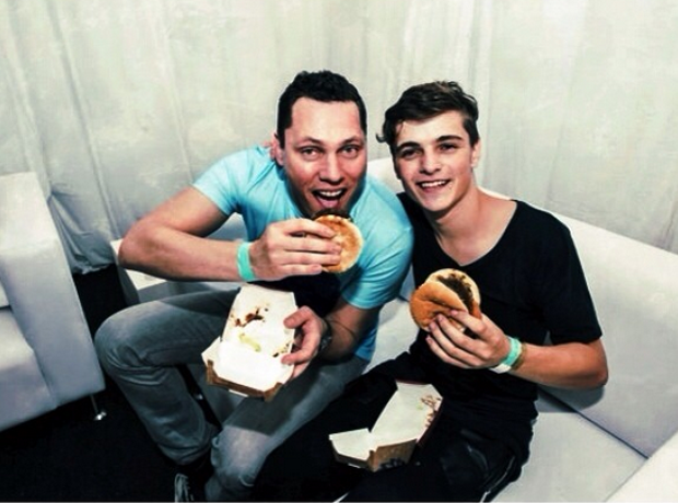 Tiesto and Martin Garrix eating a burger