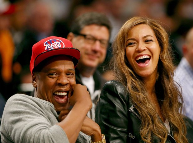 Beyonce And Jay Z At Basketball laughing