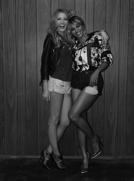 Beyonce hugging Blake Lively on the set of On The Run
