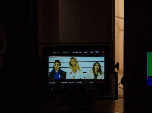 Beyonce and Rashida Jones on TV screen