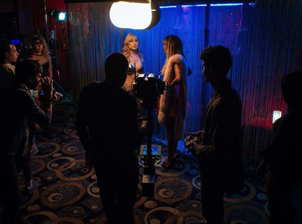 Beyonce in a club on On The Run set