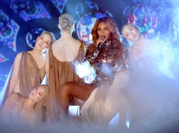 Beyonce at the VMAs 2014