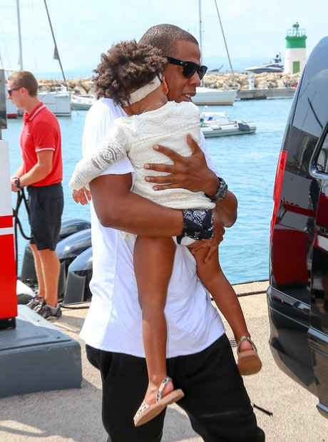 Jay Z carrying Blue Ivy