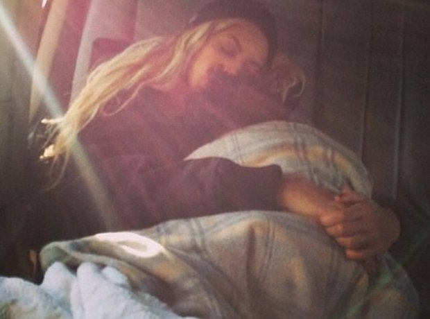 Beyonce takes a nap with Blue Ivy