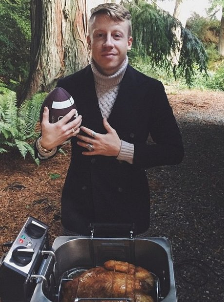 Macklemore in Thanksgiving jumper and turkey