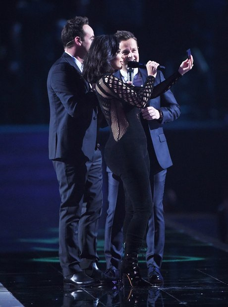 Ant and Dec and Kim Kardashian Selfie BRIT 2015 On
