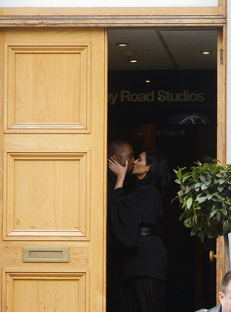Kim and Maky kissing at abbey road studio