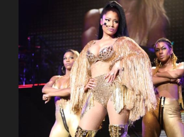 Nicki Minaj on stage on Pinkprint tour