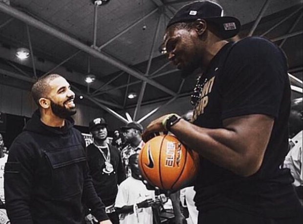 Drake standing next to Kevin Durant