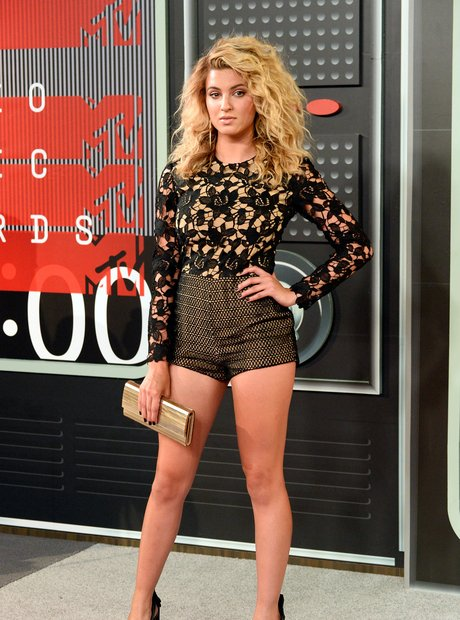 Tori Kelly arrives at the 2015 MTV Video Music Awa