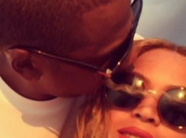 Beyone and Jay Z Kiss