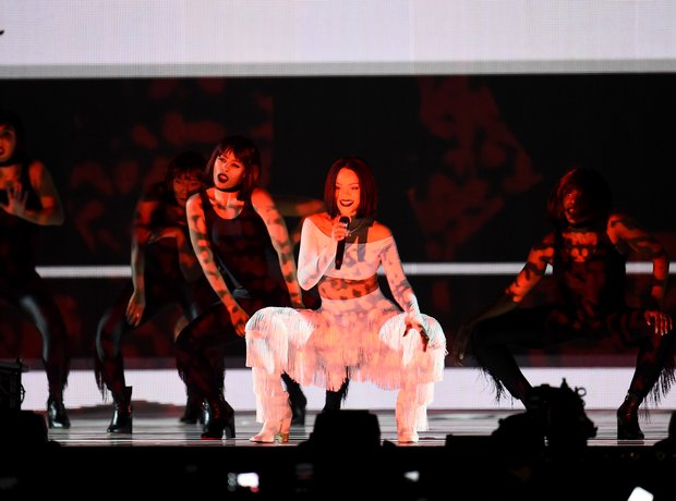Rihanna The Brits 2016 Live Performance