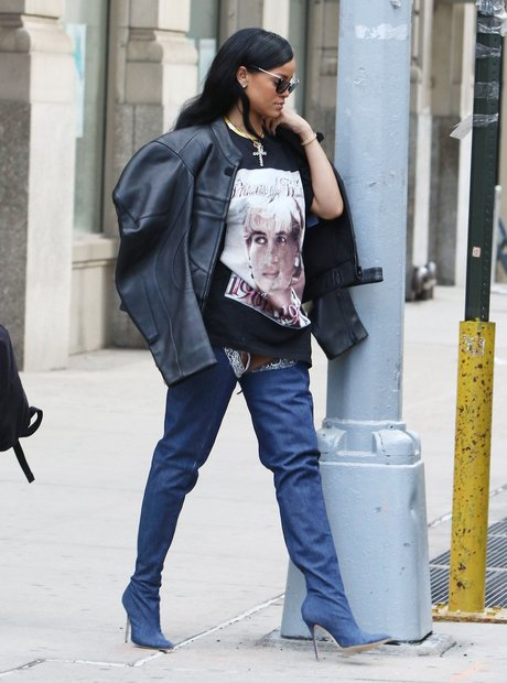 Rihanna wearing Princess Diana's t-shirt