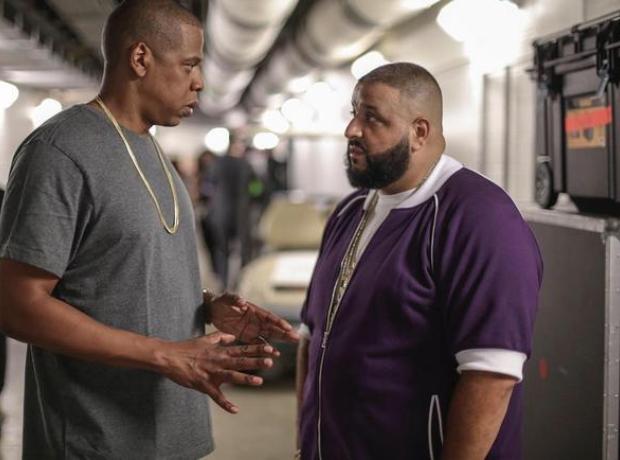 Jay Z talking to DJ Khaled without wedding ring